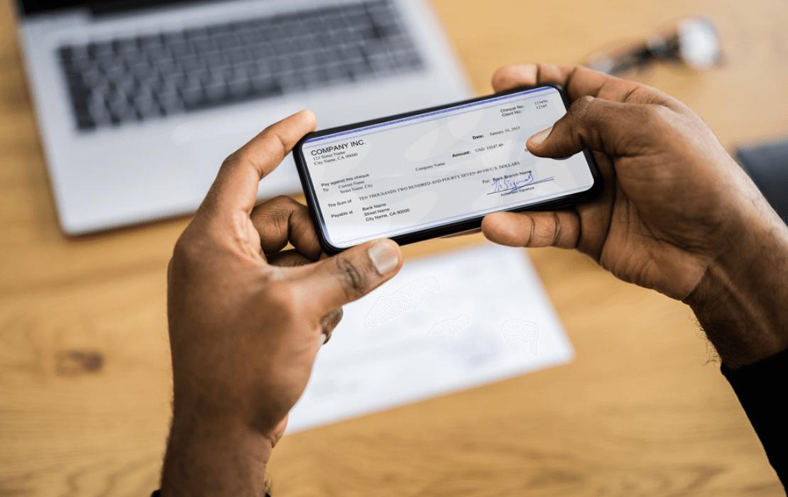 4 ways banking customer experience Header (1)
