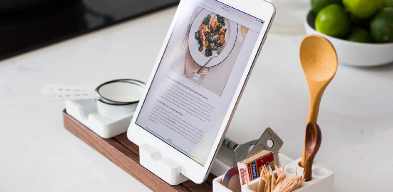 Kitchen ware and phone